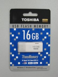 Toshiba_USB_Flash_Drive_16GB_-_White FLASH DISK